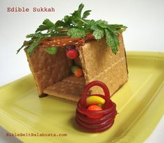 Edible Sukkot, and many other Jewish crafts Sukkot Recipes, Jewish Recipes, Graham, Feasts Of The Lord, Simchat Torah, Feast Of Tabernacles, Jewish Festivals, Jewish Crafts, Edible Crafts