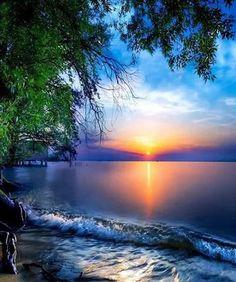 Beautiful sunset or is it a sunrise? Amazing Sunsets, Amazing Nature, Beautiful Sunrise, Beautiful Beaches, Beautiful Morning, Nature Pictures, Beautiful Pictures, Landscape Photography, Nature Photography
