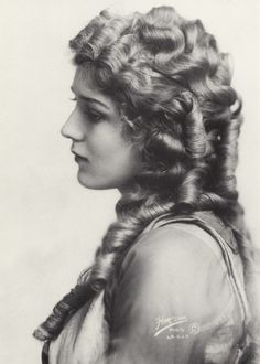 Mary Pickford in 1918.