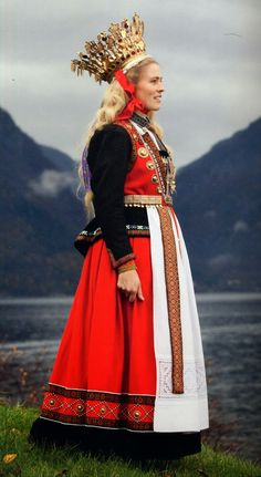 FolkCostume&Embroidery: Short Overview of Traditional Bridal Dress in Western Europe Nordic Wedding, Scandinavian Wedding, Norwegian Wedding, Scandinavian Fashion, Nordic Fashion, Norwegian Clothing, Costume Ethnique, Folk Clothing, Textiles