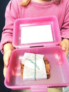 10 recepten voor de lunchbox, gezond & net even anders. Groente: de makkelijkste manier om je kinderen naast brood nog iets gezonds mee te geven is groente om Bento Box Lunch, Cooking With Kids, School Lunch, Net, Snacks, Breakfast, Creative, Food, Breakfast Cafe