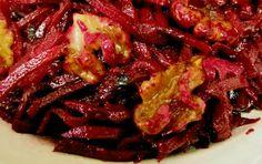 מתכון לסלט סלק אדום חי עם אגוזי מלך ורוטב סילאן משגע. סלט טבעוני, בריא וטעים במיוחד שכל אוהב סלק אמיתי חייב לנסות. 15 דקות עבודה.