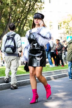 Streetstyle | Milan Fashion Week | Trend FW2017 | Fake Fur + vinyl #streetstyle #streetwear #milanfashion #streetfashion #vinyl #fakefur #fashiontrend #fashion #style #primpystyle #primpypeople discover more on http://www.primpymag.com/en/primpystyle-2/