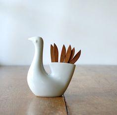 bird with appetizer picks