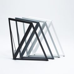 The simple steel construction, made of three identical triangles, is laser cut from one sheet. The matt surface is available in six colours.