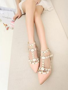 73e3c53b5a33 New single rivet pointed patent leather shoes