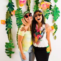 This tropical DIY wall hanging is perfect for party photos!