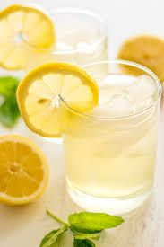 Lose 9 kg with this lemon diet in just two weeks Jela martinamnster Diät Are you looking for an effective way to lose weight quickly and detoxify your body at the same time? Why don't you even try the lemon diet? Jela Are you loo Lemon Water Diet, Sugar Detox Cleanse, Lemonade Diet, Master Cleanse, Detoxify Your Body, Diet Planner, Lose 20 Pounds, Summer Drinks, Diet Tips