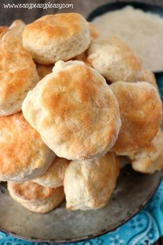 I finally nailed the perfect homemade biscuit with hands on help from Pops. Youll never make hockey pucks again. This recipe uses only uses 4 ingredients and they turn out delicious every time. Quick Biscuits, Healthy Biscuits, Homemade Buttermilk Biscuits, How To Make Biscuits, Buttermilk Rusks, Biscuits With Bisquick, Baking Biscuits, Easy Recipe For Homemade Biscuits, Homemade Breads