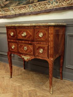 #Commode Transition period inlaid #rosewood, #satinwood and painted green wood. #19thcentury. For sale on #Proantic by Antiquités Olivier Alberteau.