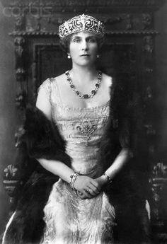 Queen Victoria Eugenie of Spain wearing the fleur de lys tiara