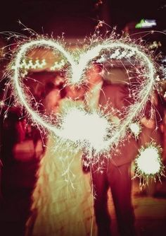 im officially obsessed with sparklers. this is so cute. definitely having fireworks and sparklers at my wedding reception. :)