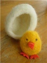 How-To: Felted Wool Chick And Egg If you've been wanting to try wet felting, here's a simple starter project from Fiona at Living Crafts that's perfect for spring. I love the idea of Felted Wool Crafts, Felt Crafts, Easter Crafts, Wet Felting Projects, Needle Felting Tutorials, Needle Felted Animals, Felt Animals, Wooly Bully, Felt Birds