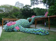"""""""Fat Monkey"""" in Sao Paulo, made of flip-flops"""
