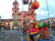 """IPIALES (Nariño, Colombia)  -- """"ILUMINACION NAVIDEÑA EN EL PARQUE 20 DE JULIO"""". AL FONDO, LA CATEDRAL. FOTO POR ARTUR CORAL. 16 DIC 2015."""