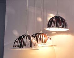 Lust auf etwas Aussergewöhnliches?    Hier werden gebrauchte Schutzhelme zu dekorativen Lampenschirmen umgearbeitet. Durch die Farbveredelung ist jede