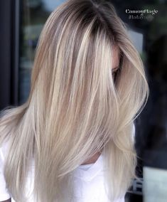 Gorgeous Blonde Balayage Hairstyle Ideas - Balayage Hair Color Trends Have you tried ice-blonde, balayage hair color yet? Or maybe soft, honey-blonde tones with pale gold balayage? Pick your favorite new look here! Brown Blonde Hair, Brown Ombre Hair, Ombre Hair Color, Dark Hair, Ice Blonde, Hair Colour, Blonde Color, Balayage Blond, Hair Color Balayage