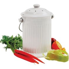 This classic ceramic keeper has an elegant look which will blend in with almost any kitchen decor. It will store your vegetable scraps and much more until you are ready to transfer your compost from the kitchen to the compost bin. Garden Compost, Hydroponic Gardening, Organic Gardening, Container Gardening, Aquaponics Diy, Gardening Tips, Yard Waste, Composting Toilet
