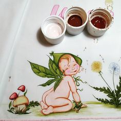 Placer en el jardín ‼️ #pinturaentela  #pintadoamano  #sabanascunapersonalizadas Tableware, Instagram, Painting On Fabric, Crib, Stencils, Drawings, Dinnerware, Tablewares, Place Settings