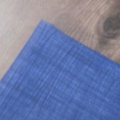 Coupon  de tissu  bleu effet jeans.