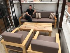 Wooden Sofa Set, Wooden Pallet Furniture, Lawn Furniture, Diy Outdoor Furniture, Home Decor Furniture, Furniture Design, Sofa Set Designs, Sofa Design, Interior Design Living Room