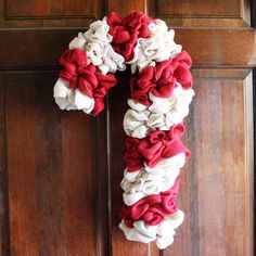 Make your own candy cane wreath from burlap with these step by step instructions. Add this whimsical DIY Christmas wreath to your home! Burlap Christmas Crafts, Diy Christmas Decorations Easy, Christmas Wreaths To Make, How To Make Wreaths, Christmas Diy, Southern Christmas, Winter Wreaths, Burlap Crafts, Christmas Candy