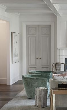 I like the simple taller baseboard trim and the main color is white with highlight white on trim and the doors are different color Interior Door Colors, Grey Interior Doors, Grey Doors, Painted Interior Doors, Dark Doors, Monochrome Interior, Interior Trim, Contemporary Interior, Design Apartment