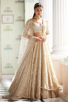 Every bride wants to have Anita Dongre lehenga for their D-Day. From modern pastels lehengas to bright one, Anita Dongre amazed everyone by her collection. Indian Bridal Outfits, Indian Bridal Lehenga, Indian Designer Outfits, Bridal Dresses, Designer Dresses, Wedding Lehnga, Anita Dongre, Designer Bridal Lehenga, Lehenga Sari