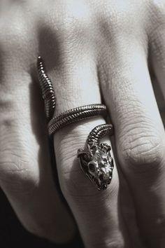 Image about ring in got: house targaryen by sari Slytherin Pride, Slytherin House, Slytherin Aesthetic, Hogwarts Houses, Toni Mahfud, Draco Malfoy, Golden Trio, Gundham Tanaka, Grunge