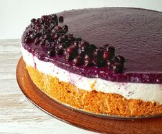 This raw vegan blueberry cheesecake is absolutely delicious and irresistible! It´s totally healthy, sugar-free and makes just a perfect dessert for any occasion! Bake Blueberry Cheesecake Recipe, Raw Cheesecake, Cheesecake Recipes, Keto Recipes, Keto Desserts, Healthy Recipes, Stevia, Healthy Baking, Healthy Sugar