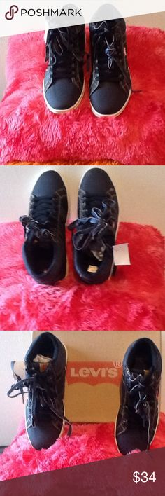 LEVI'S MEN'S TEXTILE UPPER BRAND NWOT SNEAKERS VERY ADORABLE LEVI'S MEN'S TEXTILE UPPER NWOT SNEAKERS 👔👖👞💼 Levi's Shoes Sneakers