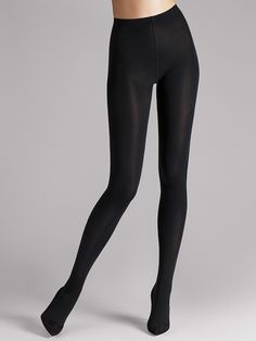 Perfectly opaque tights with a matt look. Gentle on the skin and comfortably…