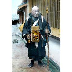 A photo of a pilgrim from T. Enami's collection of Japan life during the late 19th century and the beginning of the Meiji Restoration  #tenami #EnamiNobukuni #江南信國 #歴史 #日本 #幕府 #幕末 #将軍 #japan #japanesehistory #history #bakufu #bakumatsu #明治時代 #MeijiRestoration #pilgrim (by samurai_tamashii)