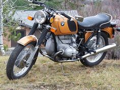 Airhead BMW, appears to be a /5 model (1970 - 1973) with the large 6 gallon tank.