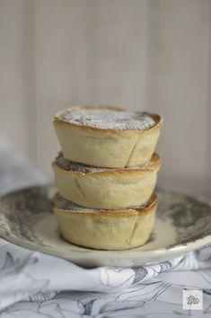 Suspiros de Amantes | CON HARINA EN MIS ZAPATOS Sweet Recipes, Cake Recipes, Italian Buttercream, Banana French Toast, Pan Dulce, My Dessert, Latin Food, Creative Food, Amazing Cakes