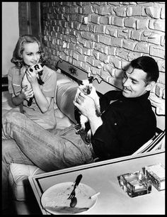 ❤❤ Clark and wife Carole Lombard with cats.  Sweet.