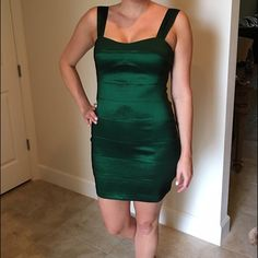 🆑 Bandage dress in emerald green Bandage dress in emerald green. Perfect holiday dress City Streets Dresses Mini