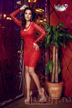 Rochie Atmosphere broderie rosie cu paiete rochie eleganta de seara rochie din broderie rosie paietata insertii tul spatele gol maneca lunga se incheie cu fermoar la spate