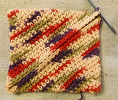 Bev's Turn on itself Potholder. I have always wondered how to make these! They look quite simple, and fast:) What a fun gift!