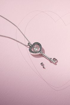 DO Celebrate love and open your heart with our new Valentine's Day collection, now available in stores and online. This new, sparkling floating locket in sterling silver is only one of our many key styles. #DOPANDORA