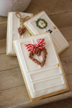 14 Fun Cookie Decorating Ideas to Try Out This Christmas (Christmas Sugar Cookies Decorated) Cute Christmas Cookies, Iced Cookies, Christmas Sweets, Noel Christmas, Cookies Et Biscuits, Holiday Cookies, Holiday Treats, Christmas Biscuits, Christmas Recipes