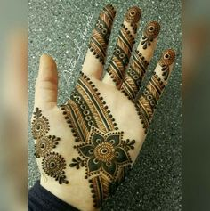 Latest new easy and simple Arabic Mehndi Designs for full hands for beginners, for legs and bridals. Stunning Arabic Mehndi Designs Images for inspiration. Simple Arabic Mehndi Designs, Mehndi Design Images, Beautiful Henna Designs, Beautiful Mehndi, Simple Henna, Bridal Mehndi Designs, Mehndi Tattoo, Henna Tattoo Designs, Mehandhi Designs