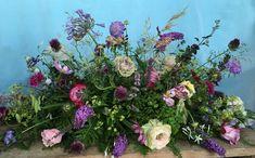 lila rouwstuk met lichte accenten en tuinbloemen Green Funeral, Funeral Flowers, Level 3, Grief, Floral, Quotes, Plants, Lilac, Quotations