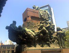 """A Nau dos deseperados..""""Simplório """" mausoléu  de Ricardo Jafet e família.  Cemitério da Consolação"""