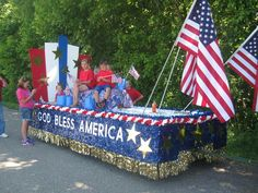 this is the float my cousin church did for the fair parade june 2014 4th Of July Parade, July 4th, Christmas Float Ideas, Parade Floats, Cub Scouts, God Bless America, Veterans Day, Event Ideas, Flags