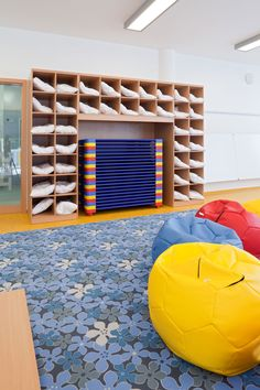 Inspirations Best ideas to décor your kids bedroom with some of the best furniture and design inspirations, design ideas, luxury … Daycare Spaces, Home Daycare, Daycare Ideas, Construction Nursery, Childcare Rooms, Daycare Design, Hotels For Kids, Kindergarten Design, Infant Classroom