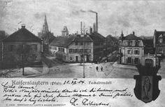 Fackelrondell Frühe Fotoansicht auf einer Karte des Jahres 1904. Links das alte Bezirksamt. Zwischen der Pariserstraße (links) und der Mühlstraße (rechts) die Weinstube und Bäckerei Klein (der spätere Hexenbäcker!) Im Hintergrund Schornstein und Mälzerei-Turm der Brauerei Gelbert.
