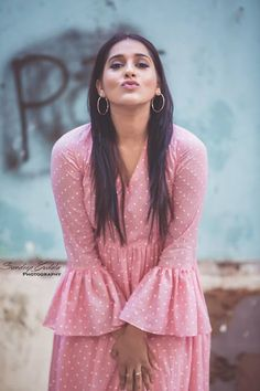 Latest Indian and hollywood Movie Updates, Modelling, HD Wallpapers ,Branding Online and Movie Trailers Beautiful Celebrities, Beautiful Actresses, Beautiful Women, Girl Photo Poses, Girl Photos, Actress Anushka, Voluptuous Women, Beautiful Saree, India Beauty