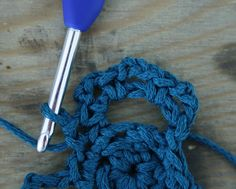 Crochet flip flops, round 3 - Free pattern   Happy in Red