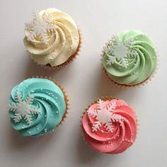 pretty Christmas cupcakes